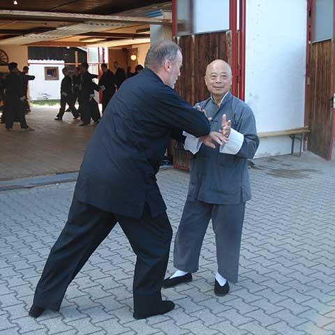 Master Chu bei einer Demonstraration von Push Hands - Foto: Christine Rühmer