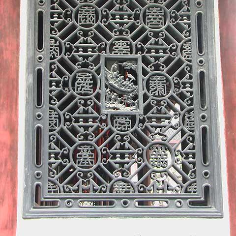 Verziertes asiatisches Fenster